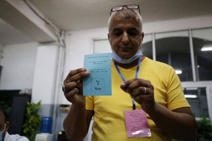جزائري يدلي بصوته. (إي بي أيه)