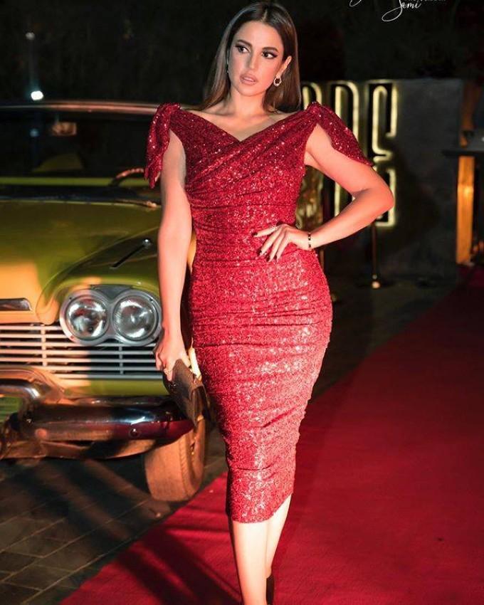 درة بفستان أحمر من دولتشي آند غابانا