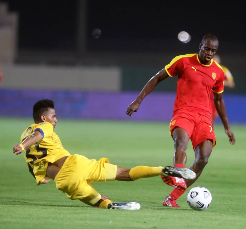أحمد عسيري خلال مباراة التعاون والقادسية. (إ ب أ)