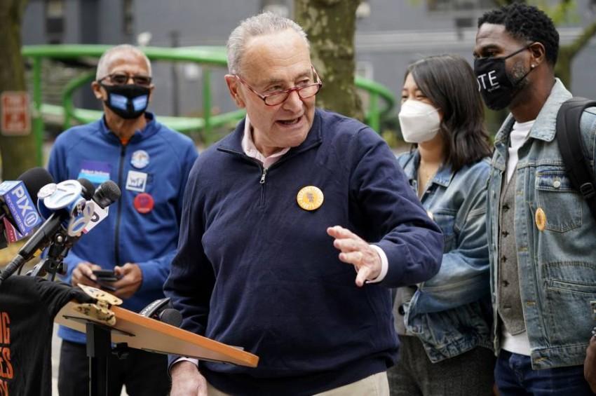 السيناتور تشاك شومر يطمح في انتزاع زعامة الأغلبية في مجلس الشيوخ. (أ ب)
