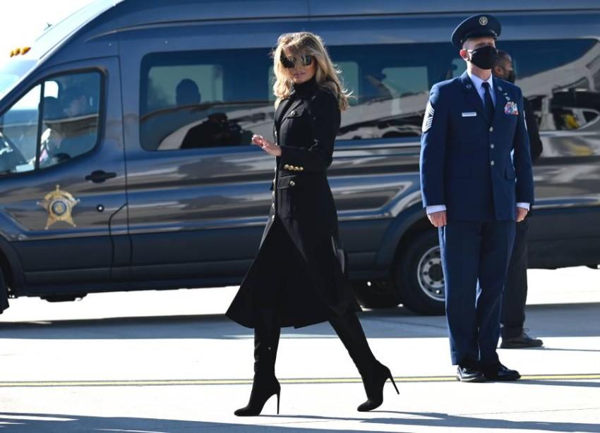 السيدة الأمريكية الأولى ميلانيا ترامب أثناء التوجه للمشاركة في تجمع انتخابي في ويسكونسن. (أ ف ب)