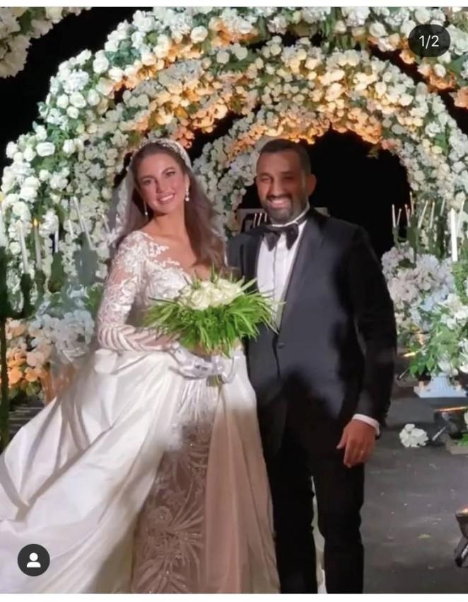 درة بفستان زفاف أنيق