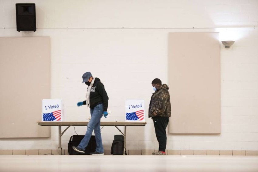 فتح مراكز الاقتراع في عدد من ولايات الساحل الشرقي الأمريكية - أ ف ب