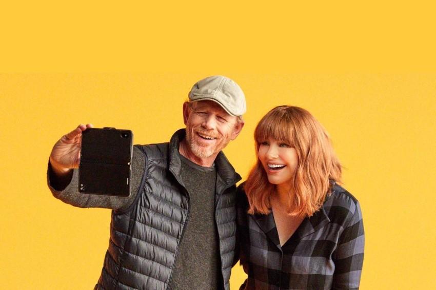 المخرجة مع والدها.