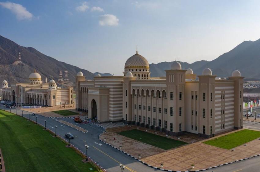 الأكاديمية العربية للعلوم والتكنولوجيا والنقل البحري بخورفكان.