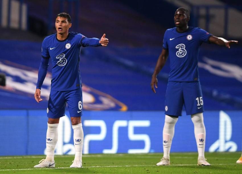 تياغو سيلفا وزوما ضد إشبيلية في دوري أبطال أوروبا. (غيتي)
