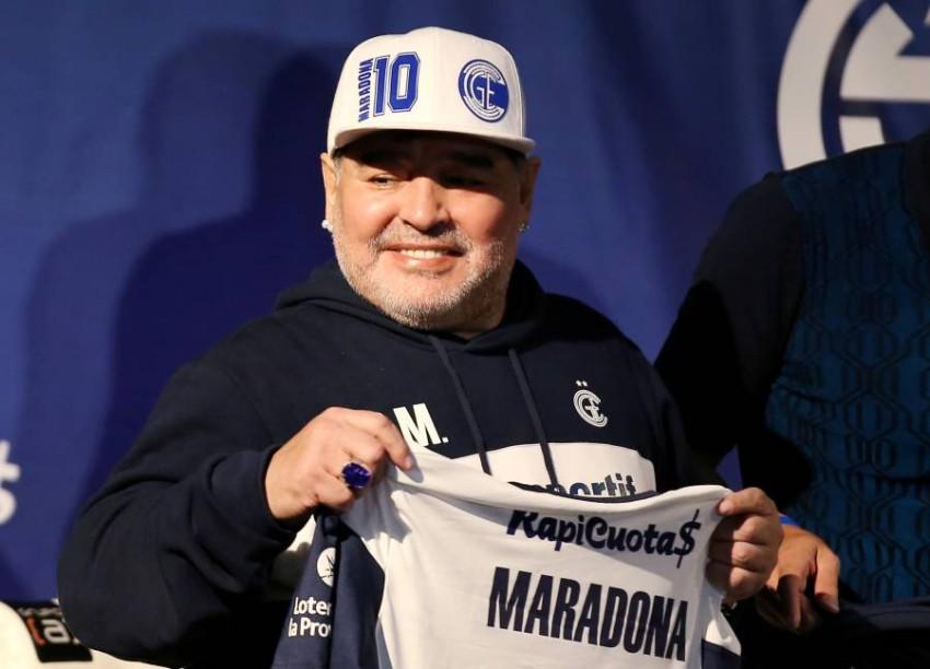 الأرجنتيني مارادونا. (رويترز)