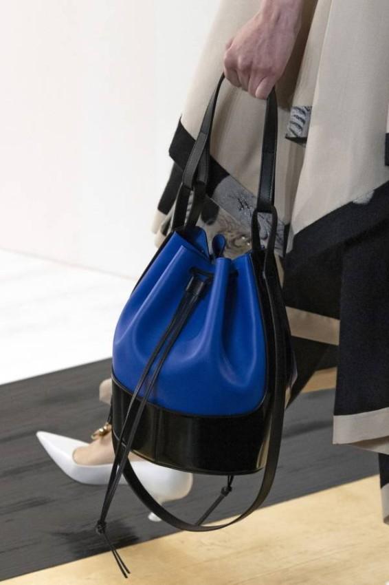 حقيبة الدلو من Loewe