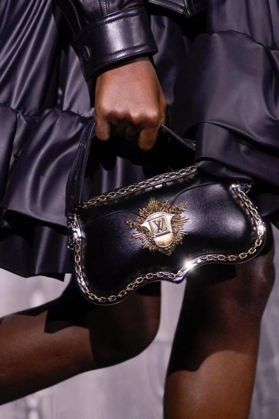 حقيبة Louis Vuitton باللون الأسود