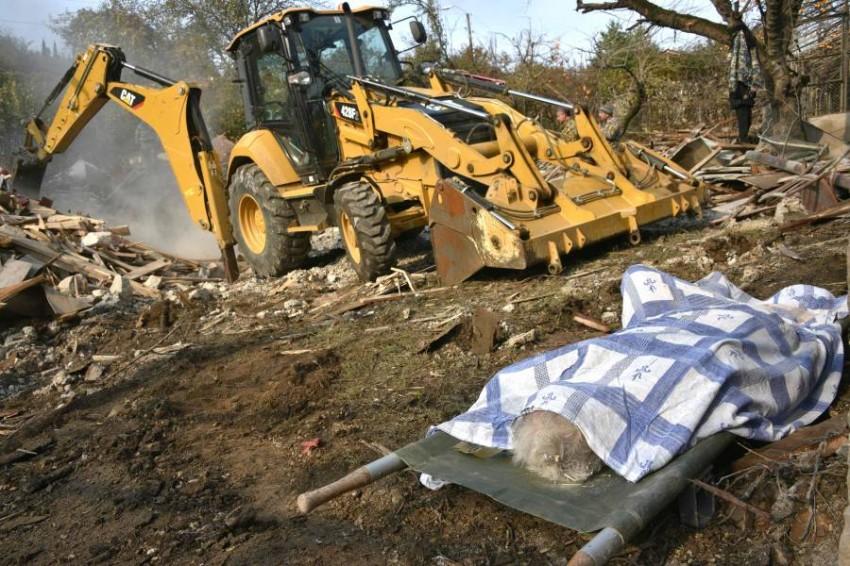 عجوز من ضحايا القصف الأذري في قره باغ. (أ ف ب)