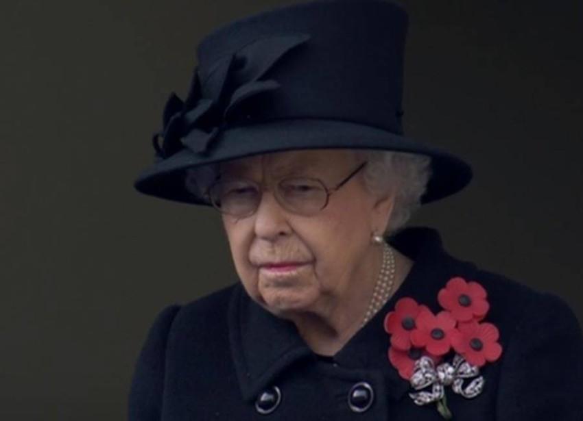 الملكة إليزابيث في ذكرى إحياء جنود الحرب العالمية الأولى.