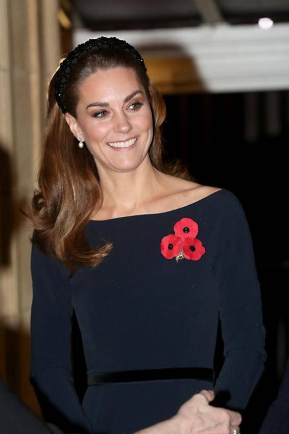 كيت ميدلتون بنفس الأقراط في عام 2019 خلال مهرجان الجيش الملكي البريطاني.