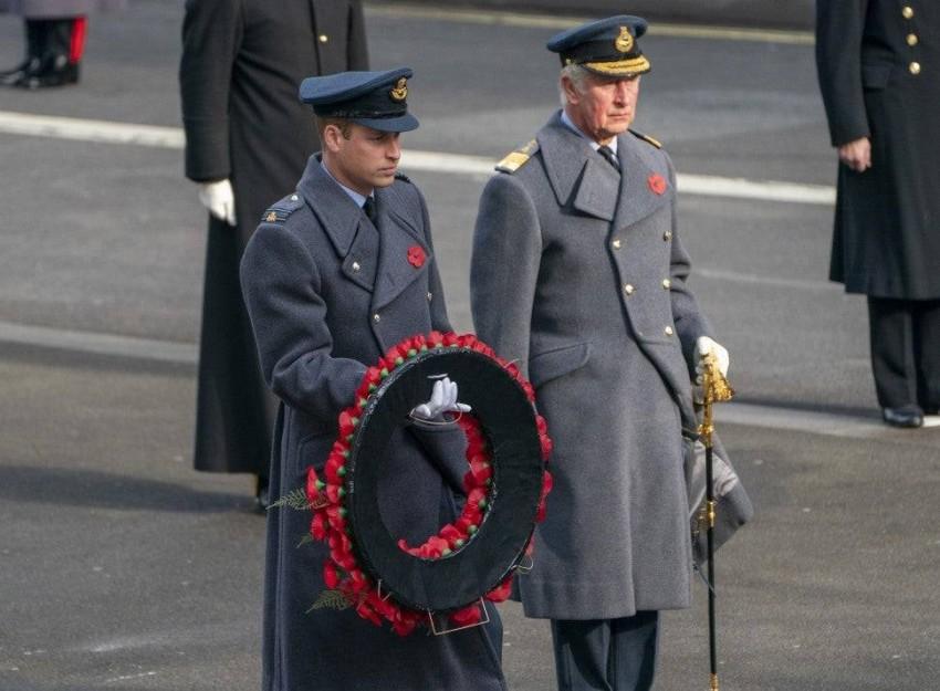الأمير ويليام والأمير تشارلز في إحياء ذكرى جنود الحرب العالمية.