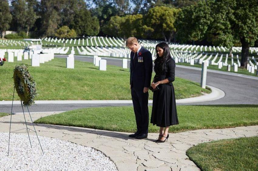أناقة ميغان ماركل بإحياء ذكرى رحيل جنود الحرب.