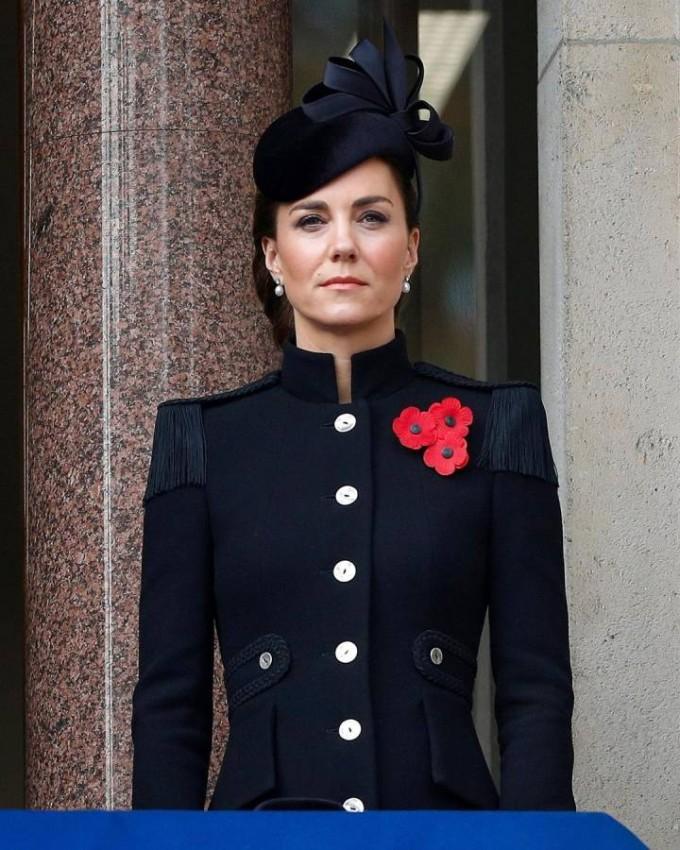 كيت ميدلتون بمعطف فخم وأنيق من أليكساندر ماكوين.