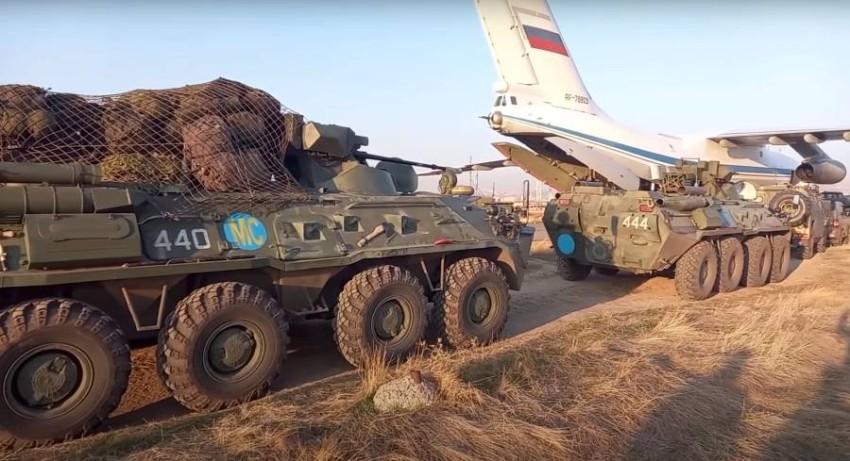 عربات عسكرية روسية تصل إلى أرمينيا استعداداً لنشرها في الإقليم الانفصالي. (رويترز)