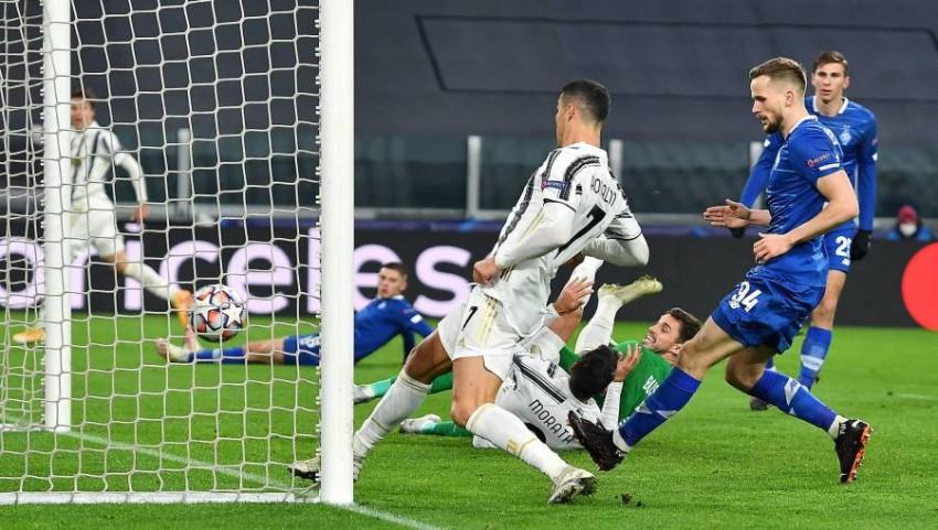 رونالدو يسجل الهدف الثاني ليوفنوس. (إ ب أ)
