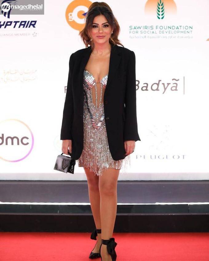 إنجي المقدم بفستان جريء من مهرجان القاهرة السينمائي