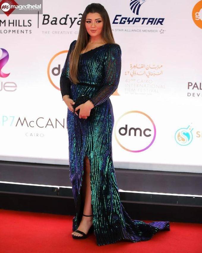 ليلى أحمد زاهر بفستان أخضر