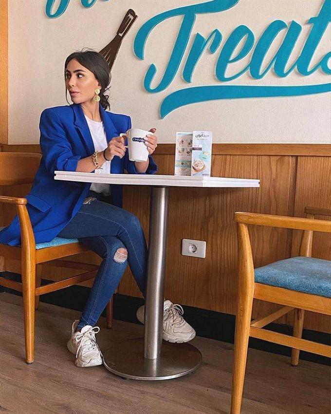 البليزر الأزرق من ليلى يوسف