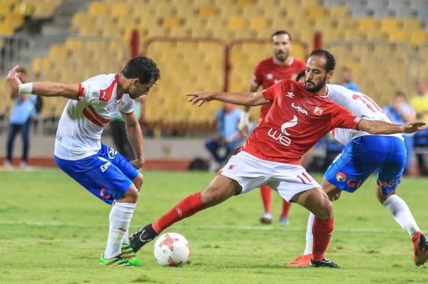 وليد سليمان لاعب الأهلي مع طارق حامد لاعب الزمالك. (الرؤية)