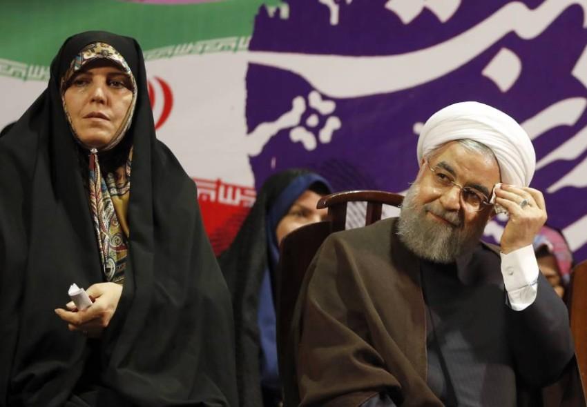 الرئيس الإيراني ونائبته السابقة شاهيندخت.(أيه بي أيه)