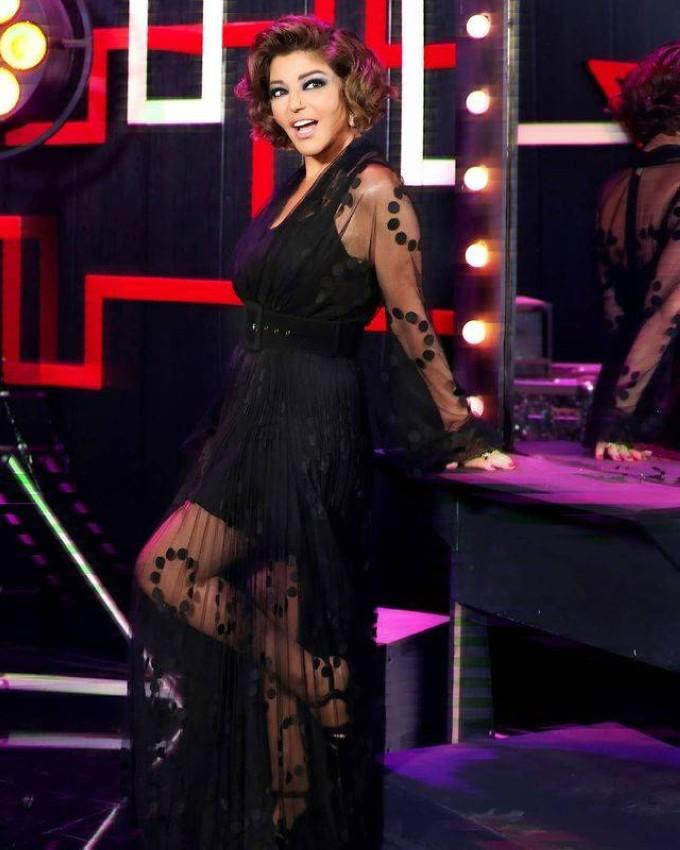 سميرة سعيد بفستان أسود من maria lucia hohan.