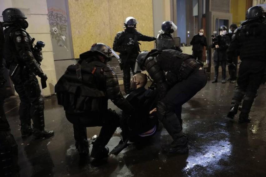 الشرطة الفرنسية تعتقل 5 آخرين من المشتبه بهم في قضية قتل مُعلم - أب.