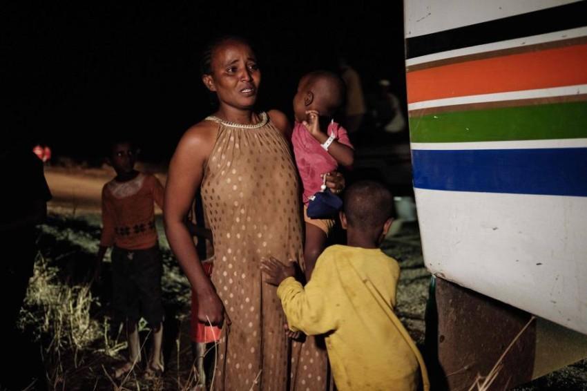 لاجئة إثيوبية وأطفالها. (أ ف ب)