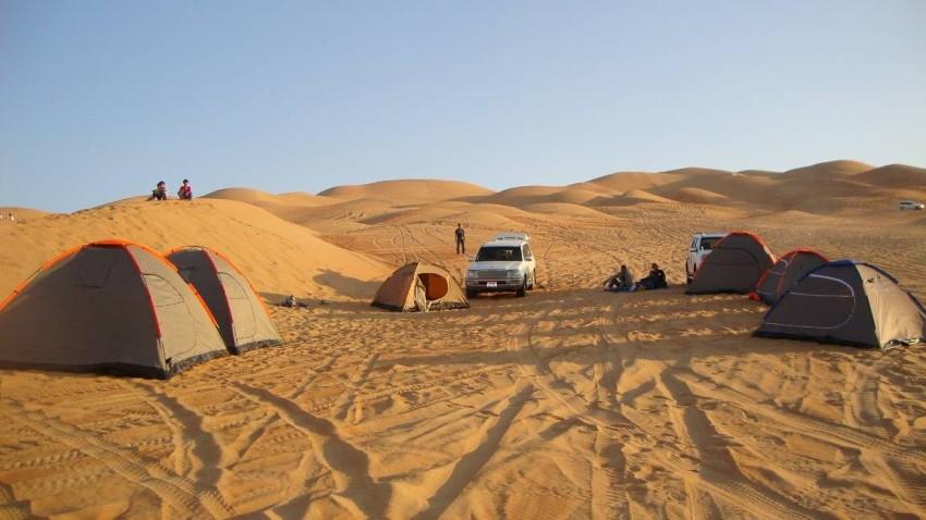التخييم في صحراء ليوا