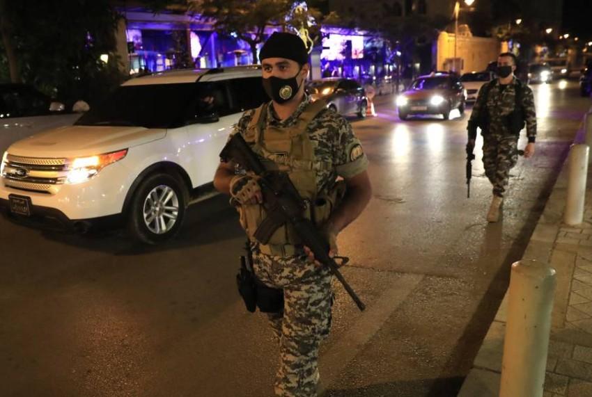 """رغم حملات التوعية، لم تنجح السلطات في كبح ظاهرة الاحتفال بـ """"الرصاص"""" في لبنان. (أ ب)"""
