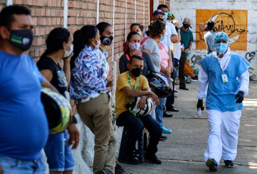 طوابير لاختبارات «كوفيد-19» في فنزويلا. (أ ف ب)