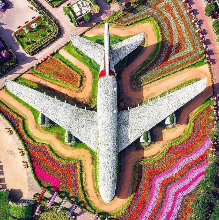مجسم الطائرة في حديقة المعجزة