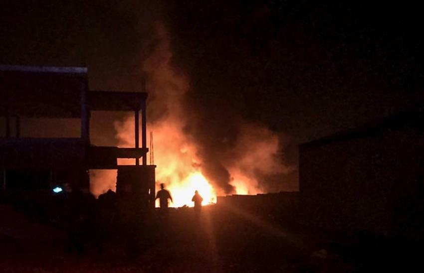 ألسنة النيران تتصاعد من موقع الانفجار. (أ ف ب)
