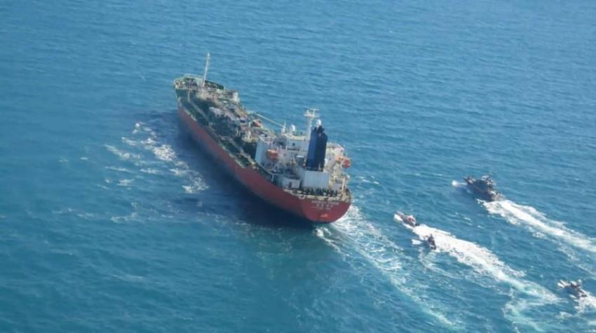 سبق للقوات البحرية التابعة لإيران أن اعترضت سفناً كانت تعبر في الخليج. (أ ب)