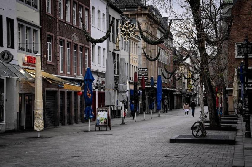 أحد الشوارع في مدينة دوسلدورف الألمانية خلال فترة الإغلاق - EPA.