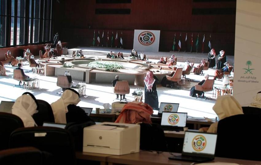 قادة دول الخليج يوقّعون على البيان الختامي للقمة في العلا. (رويترز).