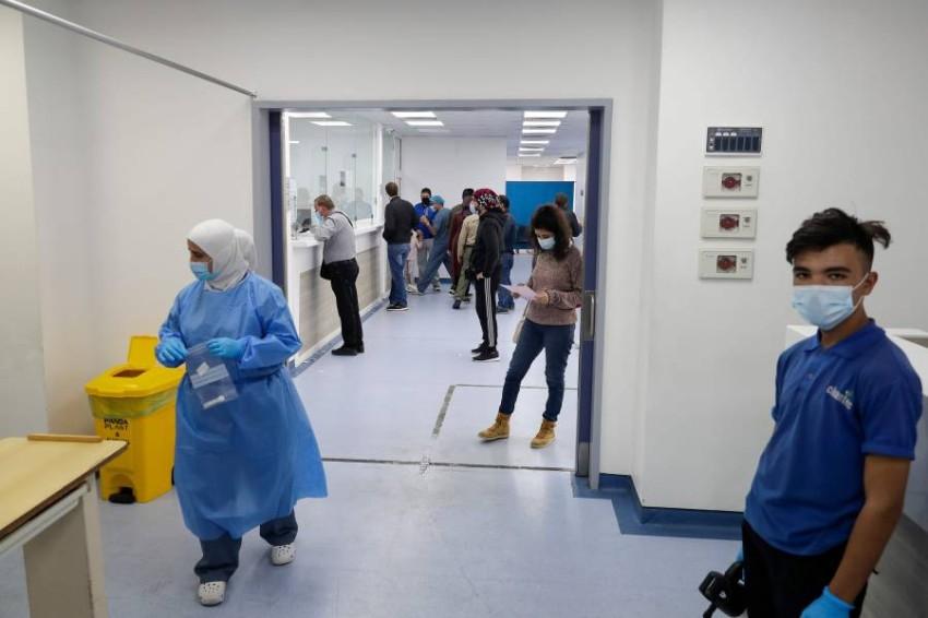 نفاذ أسرة العناية الفائقة في لبنان بسبب كثرة إصابات كورونا - أ ف ب.