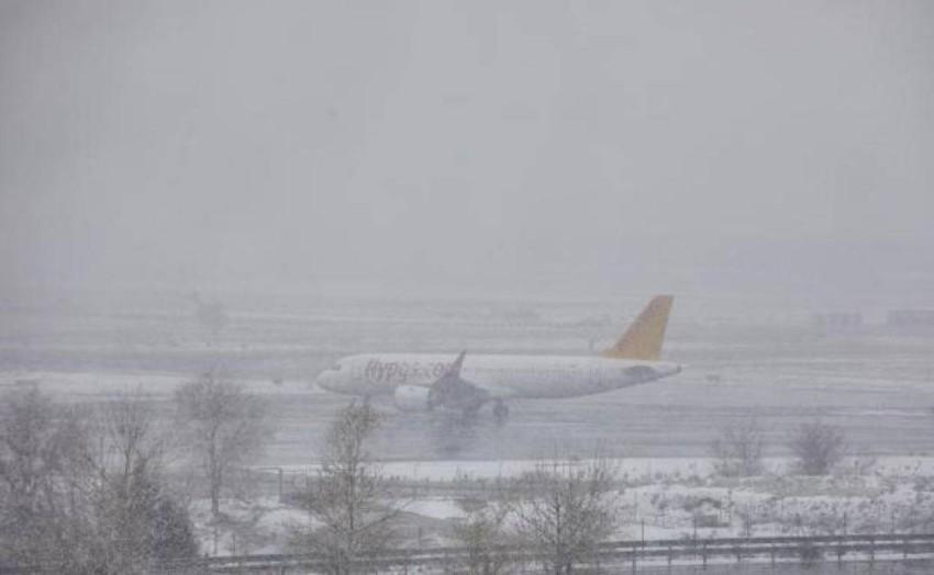 طائرة ريال مدريد المسافرة إلى بامبلونا. (أوند سيرو)