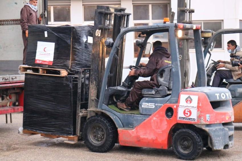 قافلة المساعدات الإماراتية الأولى لغزة. (الرؤية)