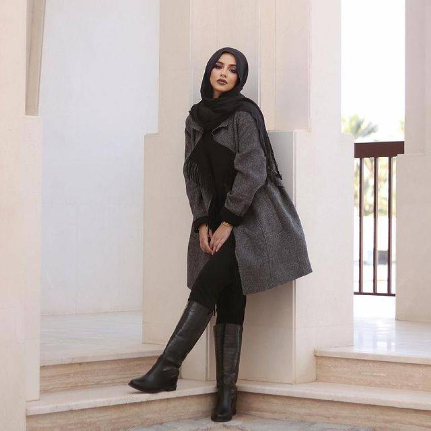 بوت الساق الأرضي مع المعطف متوسط الطول.