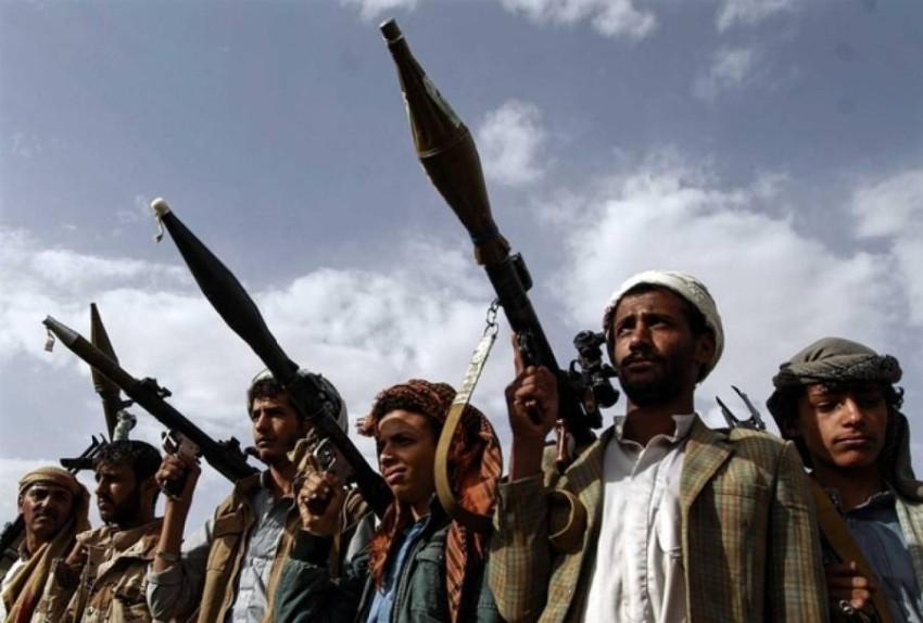 عناصر من ميليشيات الحوثي الإرهابية. (أ ف ب)