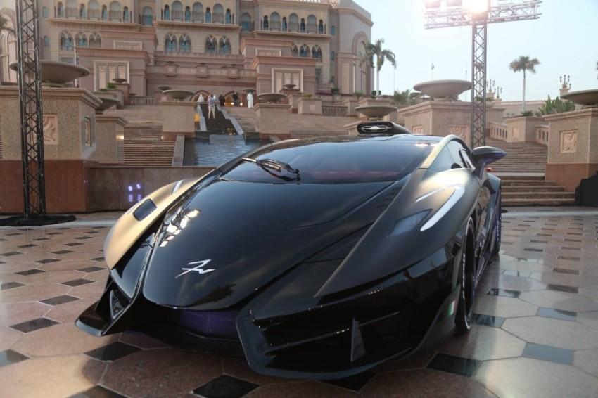 سيارة فرنجيفنتو دياتشي التي تم إطلاقها في أبوظبي الأسبوع الماضي وتبلغ كلفتها 8 ملايين درهم (الرؤية)