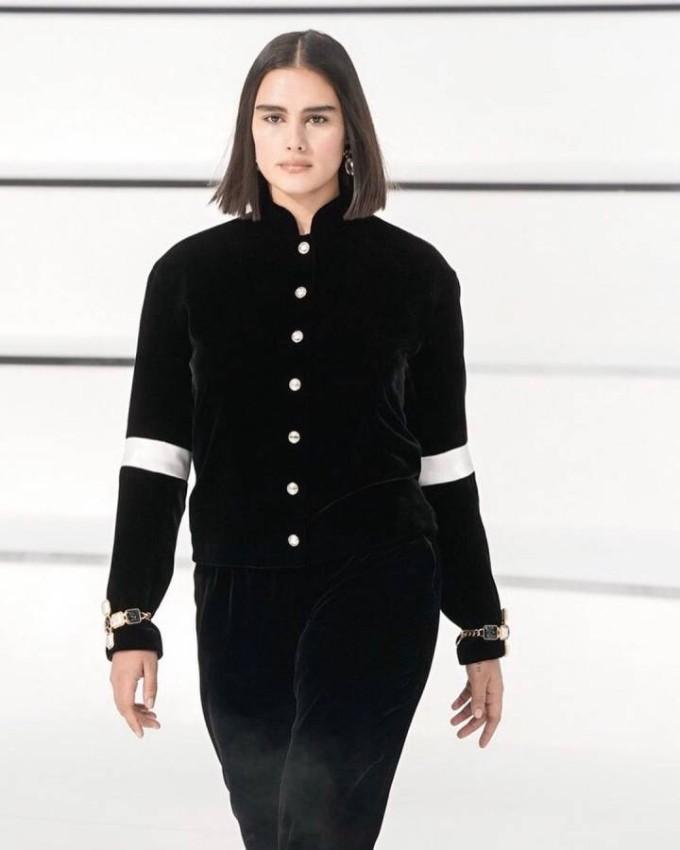 Jill Kortleve أول عارضة أزياء ممتلئة لشانيل منذ 2010