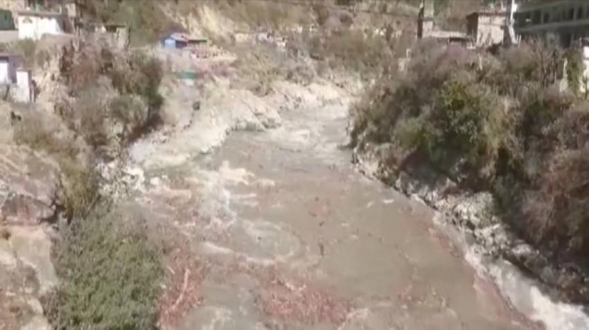 لقطة من مقطع فيديو للنهر الجليدي. (رويترز)