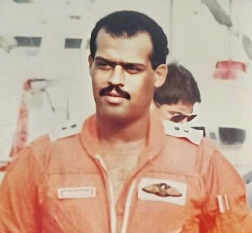 في سنة 1985 بقسم النجدة الجوية لشرطة دبي.