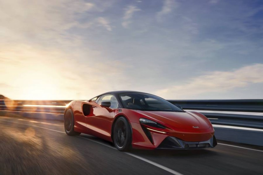 McLaren-Artura-9-PHEV-CarScoops