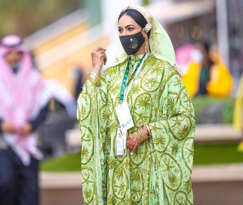 هيفاء المامي بالزي السعودي