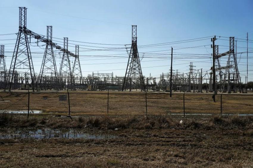 محطة كهرباء متضررة جراء العاصفة الأخيرة في هيوستن. (رويترز)
