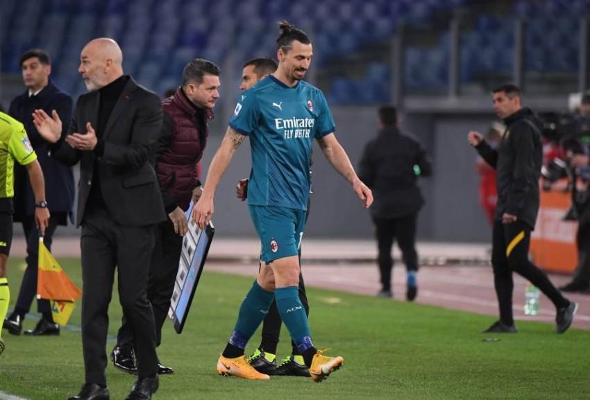 إبراهيموفيتش غادر الملعب مصاباً أمام روما. (رويترز)